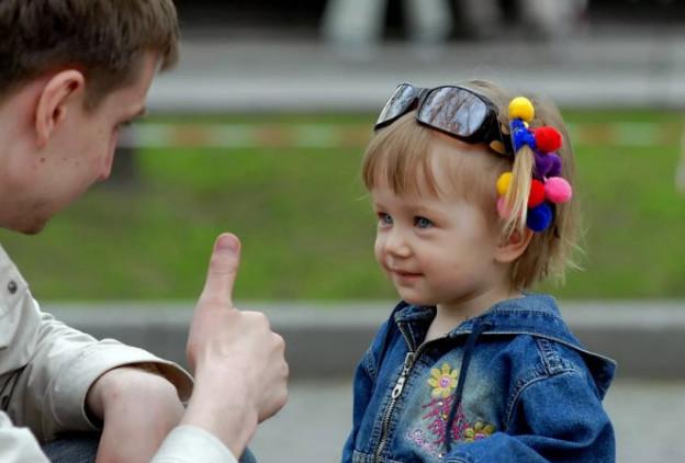 Как именно правильно проявлять чувство любви к своим детям и к чужим