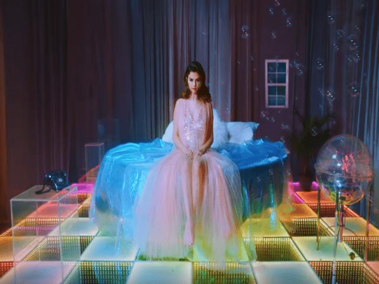 Фото из песни Rare - Selena Gomez №2