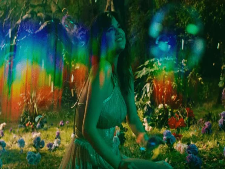 Фото из песни Rare - Selena Gomez №7